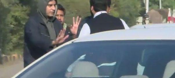 حسان نیازی، آؤٹ آف کنٹرول، گاڑی، ٹکر، شہری، مکا جڑ دیا، لاہور، 92 نیوز
