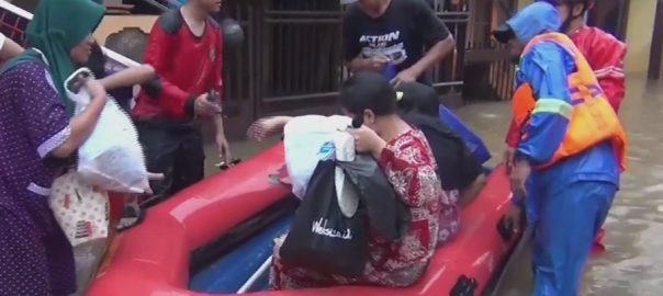 انڈونیشیا  طوفانی بارشیں  21افرا دہلاک جکارتہ  92 نیوز سیلاب  لینڈ سلائیڈنگ 