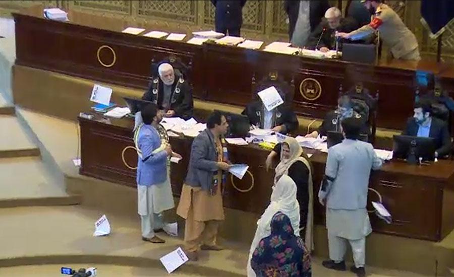 خیبرپختونخوا اسمبلی اجلاس میں اپوزیشن کا احتجاج ، ایجنڈے کی کاپیاں پھاڑ دیں