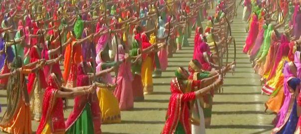 دوہزار 126 خواتین کا تلواروں کیساتھ ڈانس ورلڈ ریکارڈ  نئی دہلی  92 نیوز بھارتی ریاست گجرات 