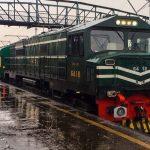 بارش اور دھند کے باعث ملک بھر میں ٹرینوں کا شیڈول متاثر