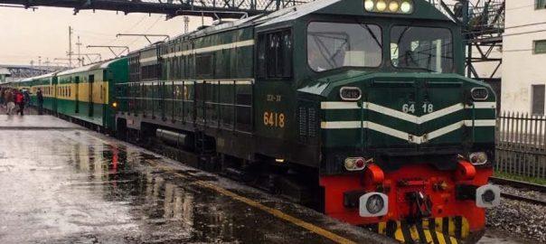 بارش  دھند  ٹرینوں کا شیڈول  لاہور  92 نیوز کراچی اور کوئٹہ  پاکستان ایکسپریس  کراچی ایکسپریس