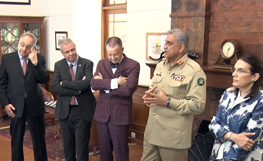 یورپی یونین کے پاکستان میں سفیر کی وفد کے ہمراہ آرمی چیف جنرل قمر جاوید باجوہ سے ملاقات