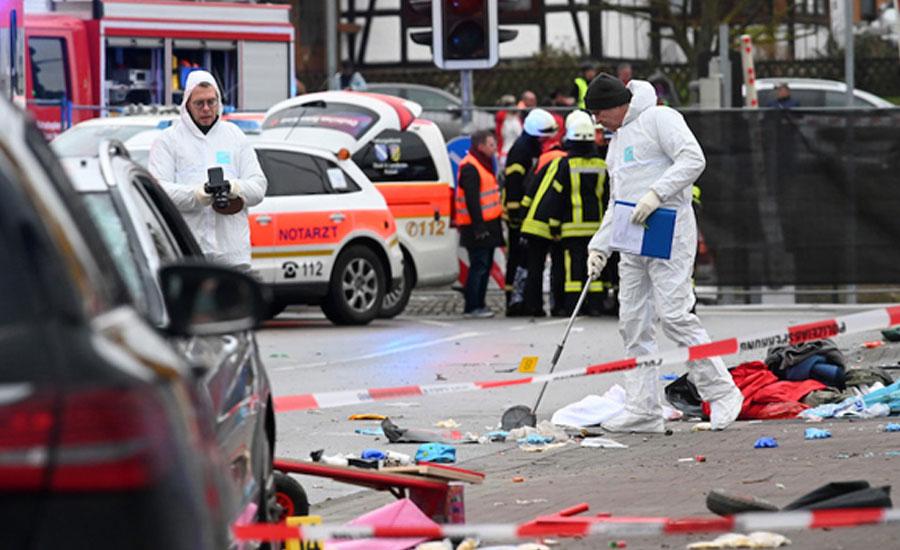 جرمنی، کارنیول میں شہری نے کار شرکاء پر چڑھا دی، 52 زخمی