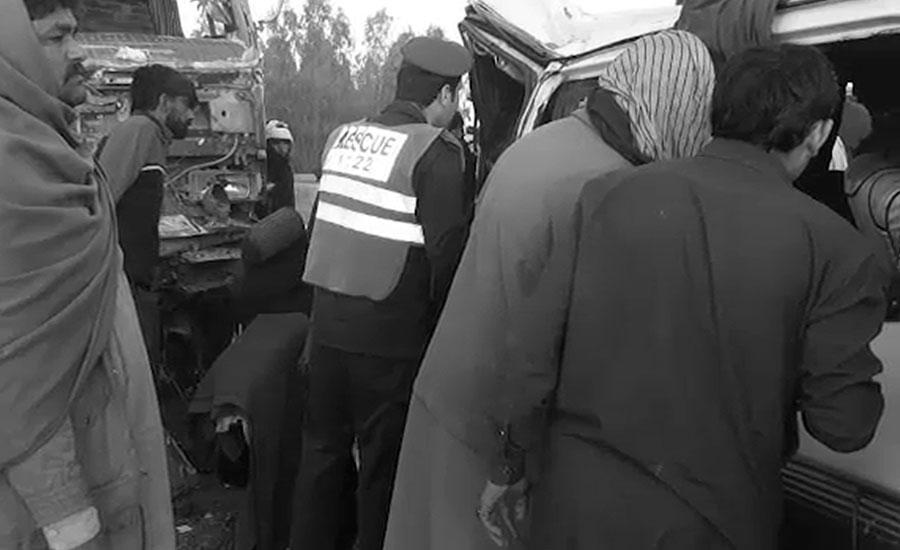 اٹک، قطبال ٹول پلازہ کے قریب ڈمپر اور وین میں تصادم، 6 افراد جاں بحق، 10 زخمی