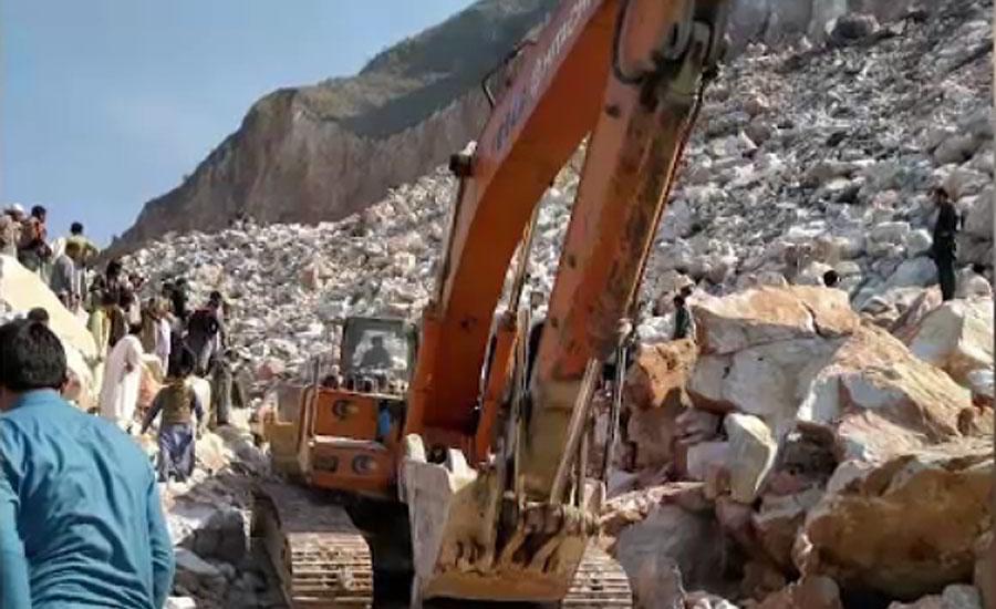 بونیر میں لینڈ سلائیڈنگ، ملبے تلے دبے مزدوروں کو نکالنے کیلئے امدادی کارروائیاں جاری