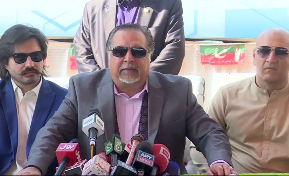 آئی جی سندھ کی تعیناتی کے معاملے میں صرف رابطے کا ذریعہ تھا، عمران اسماعیل