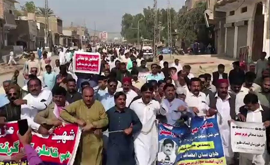 مقتول صحافی عزیز میمن کے قاتلوں کی عدم گرفتاری کیخلاف نوشہروفیروز میں صحافیوں کا احتجاج