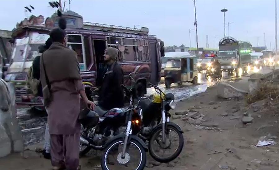 کراچی کے مختلف علاقوں میں ہلکی اور تیز بارش ،محکمہ موسمیات بے خبر نکلا