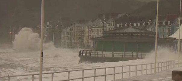 صدی کا طاقتور ترین طوفان کیرا برطانیہ سے ٹکرا گیا