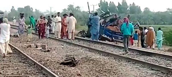 روہڑی ، مسافر بس ، ٹرین کی زد ، 30 افراد جاں بحق ، متعدد زخمی ، کمشنر سکھر ، 92 نیوز
