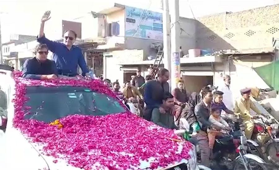 احسن اقبال کی جیل سے رہائی کے بعد نارووال میں اپنے حلقے آمد ، کارکنوں نے استقبال کیا