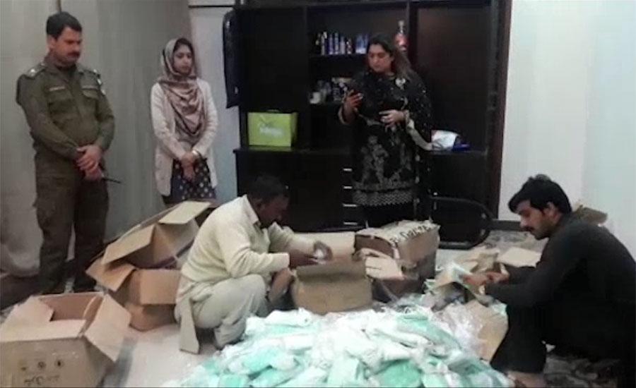 محکمہ صحت اور پولیس کی پیراگون سٹی میں مشترکہ کارروائی، ذخیرہ شدہ ماسک برآمد