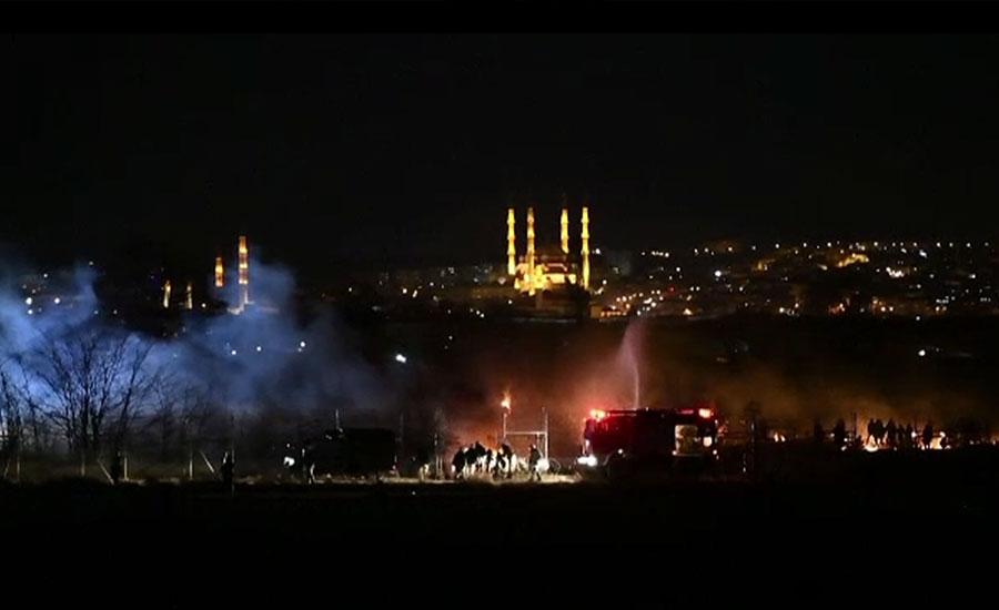ترکی سے ملحقہ سرحد پر یونانی فورسز کی تارکین وطن پر آنسو گیس کی شیلنگ