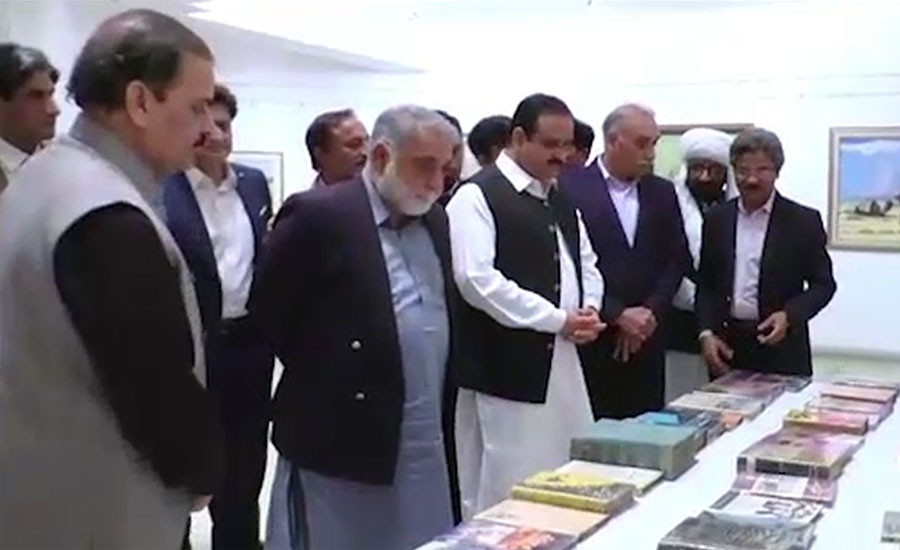 وزیراعلیٰ عثمان بزدار نے الحمرا آرٹس کونسل میں نایاب کتابوں کی نمائش کا افتتاح کر دیا