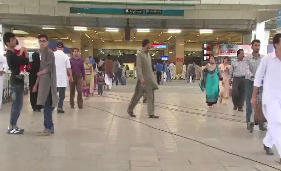 ملائیشیا میں پھنسے پاکستانیوں کو لیکر پی آئی اے کی خصوصی پرواز کراچی پہنچ گئی