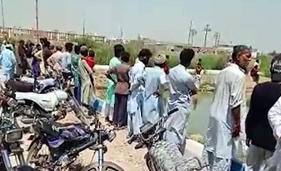 کراچی کے علاقے سرجانی ٹاؤن کے سیکٹر اے میں تالاب میں نہاتے ہوئے پانچ نوجوان ڈوب گئے