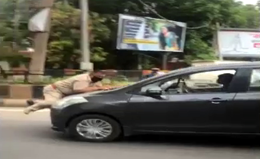 بھارتی پنجاب میں پولیس کیساتھ چھیڑ خانی نوجوان کو مہنگی پڑ گئی