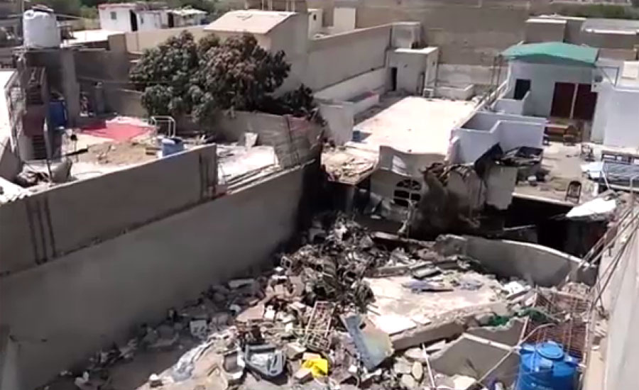 پی آئی اے طیارہ حادثہ ، عمارت کی چھت پر موجود دوسرا انجن اٹھانے کا کام شروع