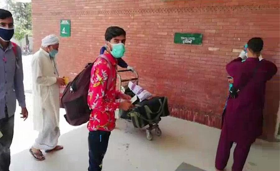 بھارت میں پھنسے 150 سے زائد پاکستانی اٹاری بارڈر پہنچ گئے