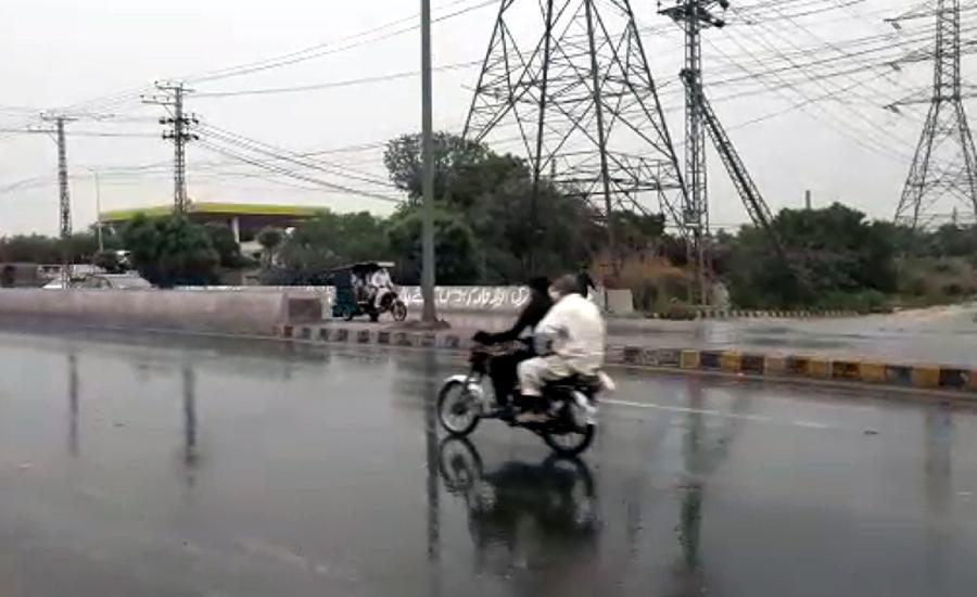 لاہور سمیت پنجاب کے مختلف علاقوں میں بارش،موسم خوشگوار