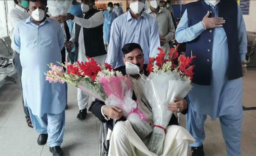 وفاقی وزیر ریلوے شیخ رشید احمد کورونا سے صحت یاب ہونے کے بعد اسپتال سے ڈسچارج