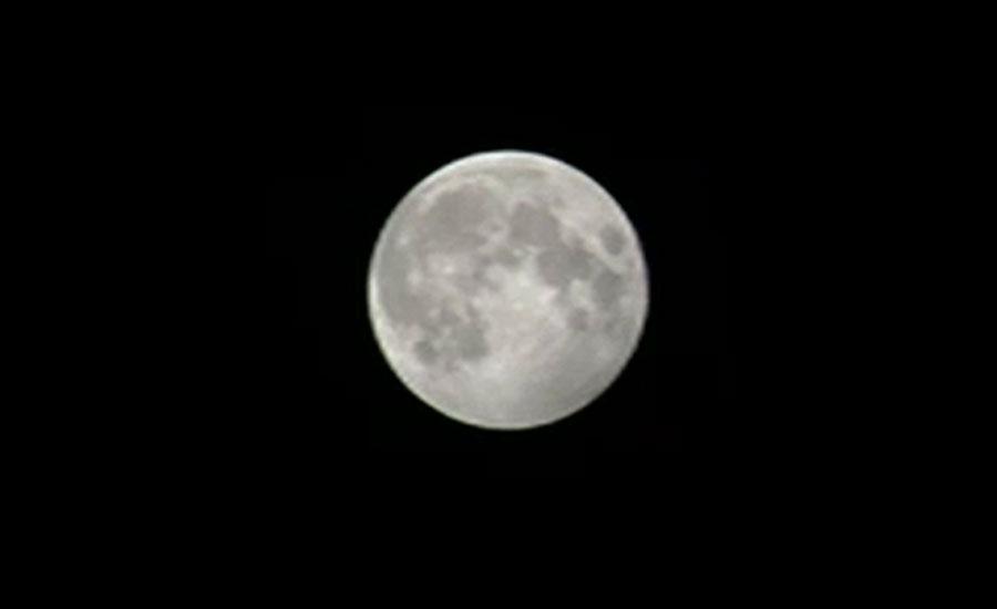پاکستان سمیت دنیا کے کئی ممالک میں چاند گرہن کے نظارے دیکھے گئے