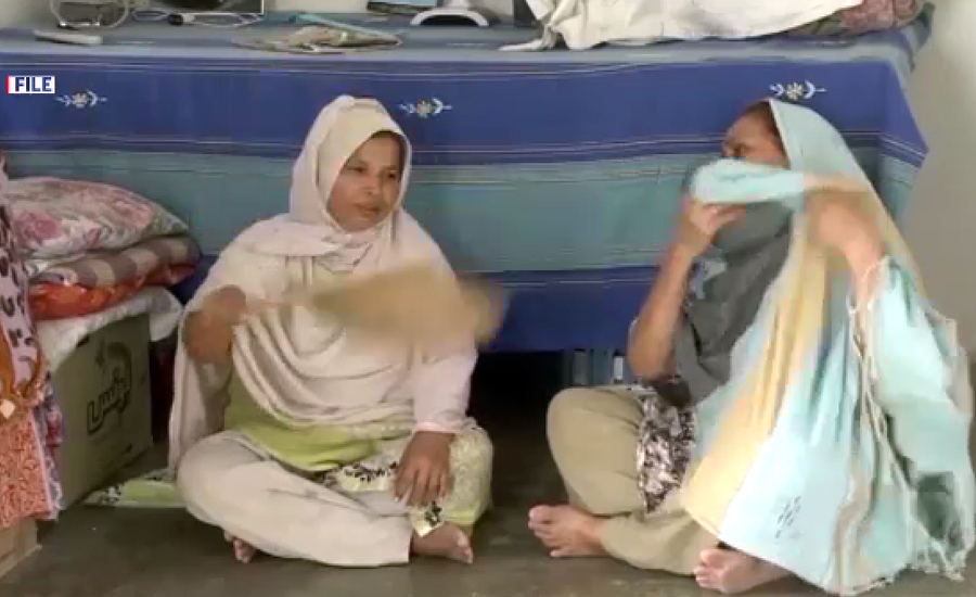 کراچی کے مختلف علاقوں میں بوندا باندی  اور ہلکی بارش کے بعد اکثر علاقوں سے بجلی غائب