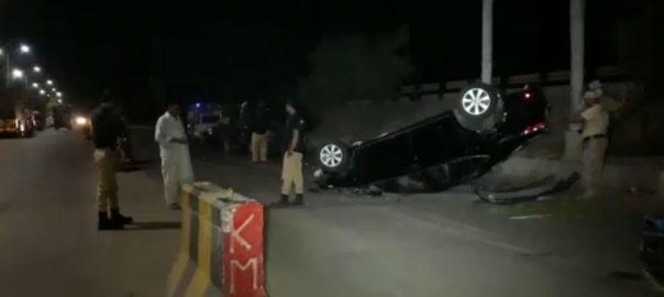کراچی ، لیاری ایکسپریس وے ، میرا ناکہ ، کار، افراد ، کچل