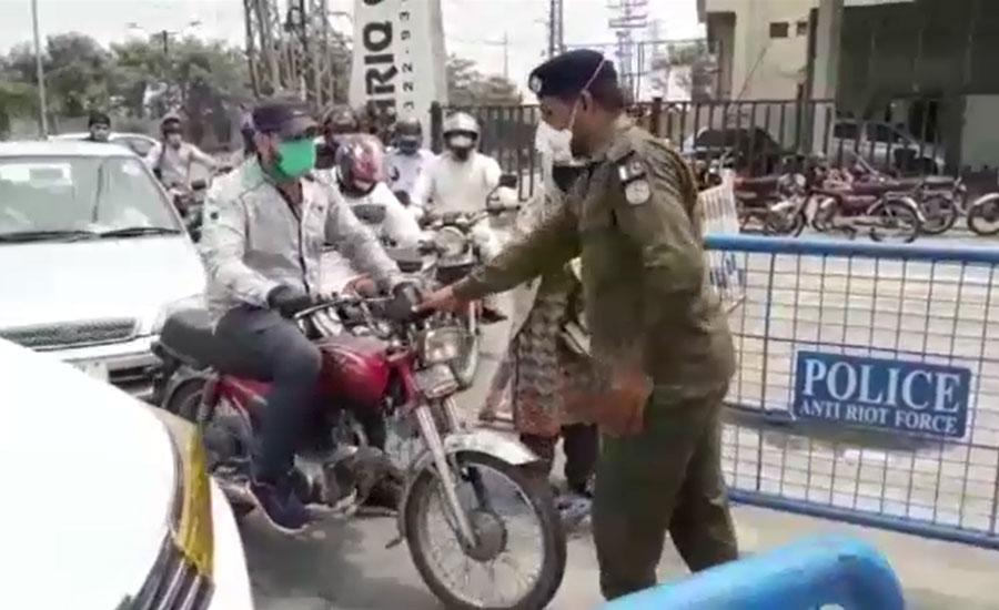 لاہور کے ہاٹ اسپاٹ علاقوں میں لاک ڈاؤن پر پولیس کو عملدرآمد کرانا مشکل ہوگیا