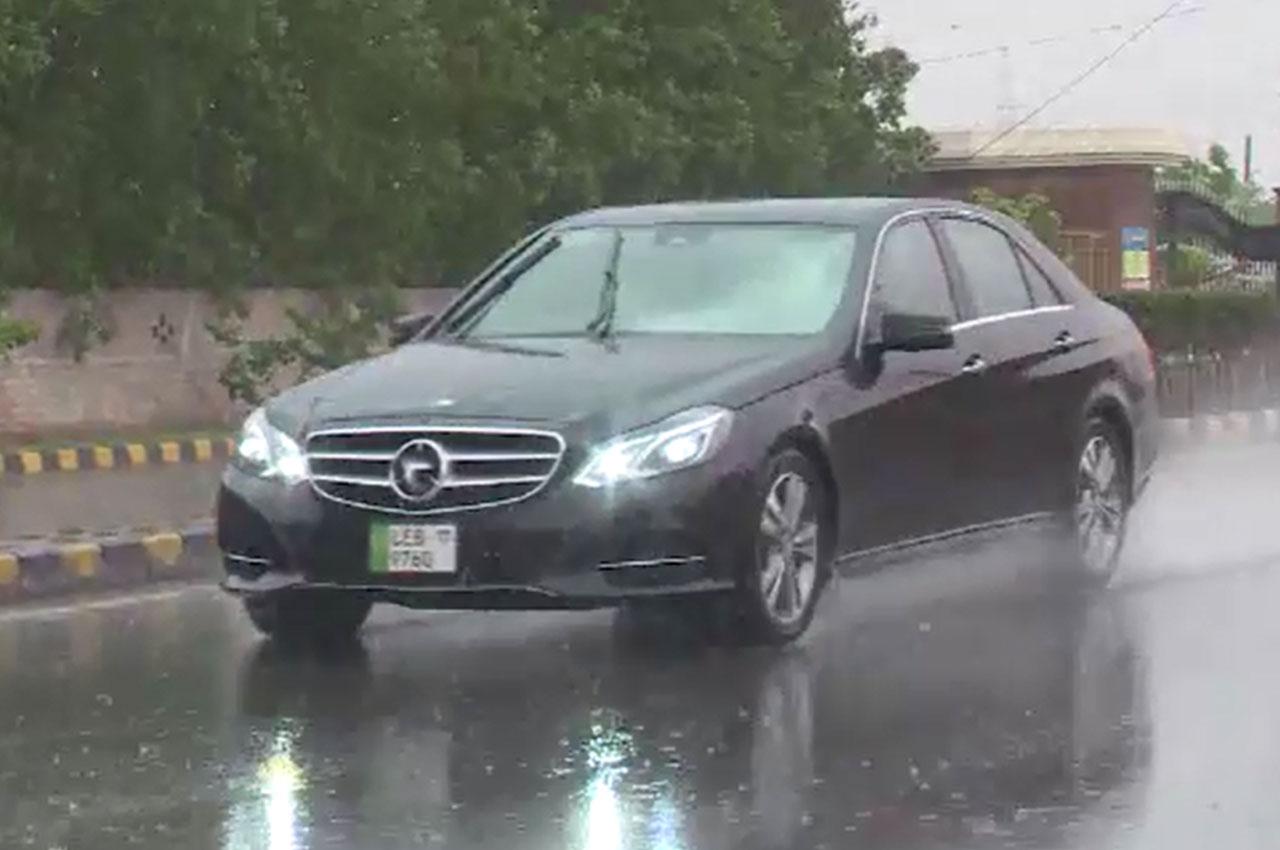 لاہور میں بارش نے موسم خوشگوار بنا دیا