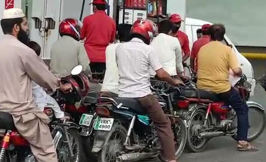 ملک کے زیادہ تر شہروں میں 19ویں روز بھی پٹرول بحران جاری