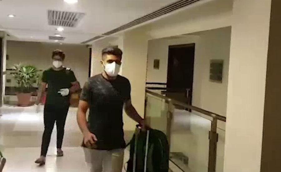 دورہ انگلینڈ کے لیے اعلان کردہ قومی اسکواڈ میں شامل کھلاڑی لاہور کے مقامی ہوٹل پہنچ گئے