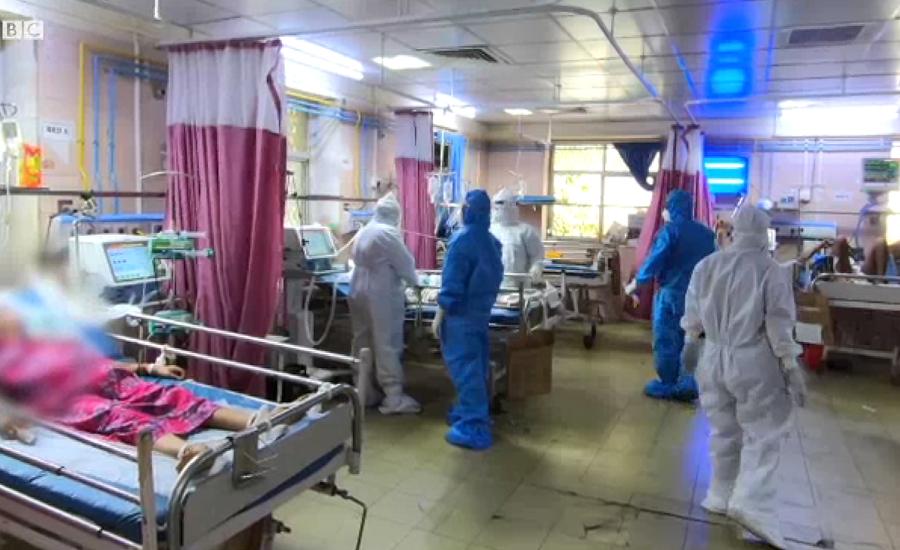 بھارت میں کورونا وائرس سے متاثرہ مریضوں کی تعداد میں ہر گزرتے دن نئے ریکارڈ
