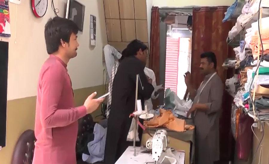 بھکر کے شہریوں میں عید پر شاندار لباس پہن کر جاذب نظر آنے کا جنون