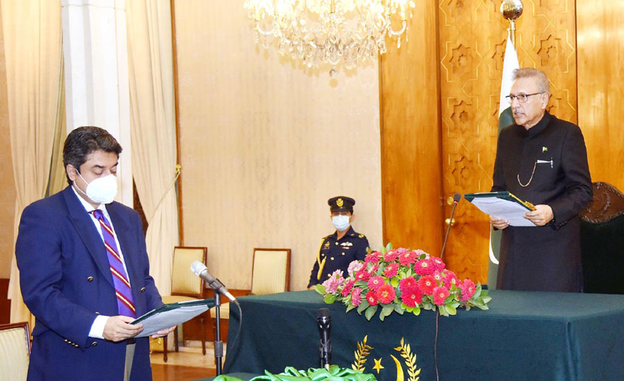 فروغ نسیم نے تیسری بار وفاقی وزیر برائے قانون و انصاف کا قلمدان سنبھال لیا