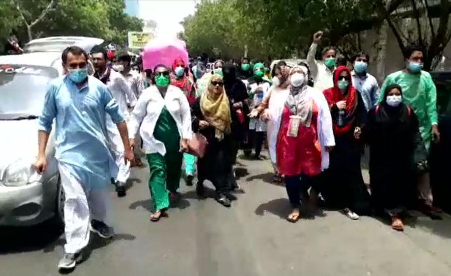 کراچی، نرسز کا احتجاج رنگ لے آیا، محکمہ صحت کیساتھ مذاکرات کامیاب