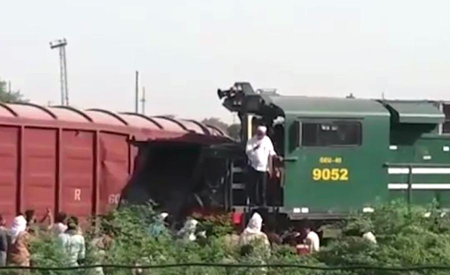 رحیم یار خان میں شالیمار ایکسپریس اور مال گاڑی میں تصادم