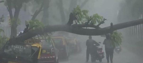 بھارتی شہر ، ممبئی ، مون سون ، طوفانی ، اسپیل، 300 ملی میٹر بارش