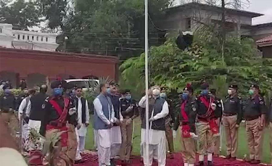 پشاور میں یوم آزادی کی مرکزی تقریب ، وزیراعلیٰ محمود خان نے پرچم کشائی کی