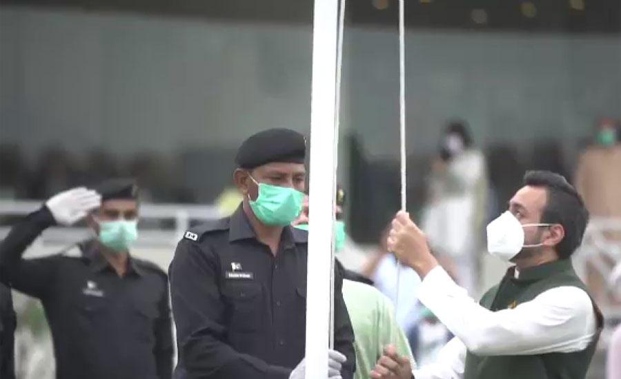 یوم آزادی پر قذافی اسٹیڈیم میں پرچم کشائی ، قومی کرکٹرز کی قوم کو جشن آزادی کی مبارکباد