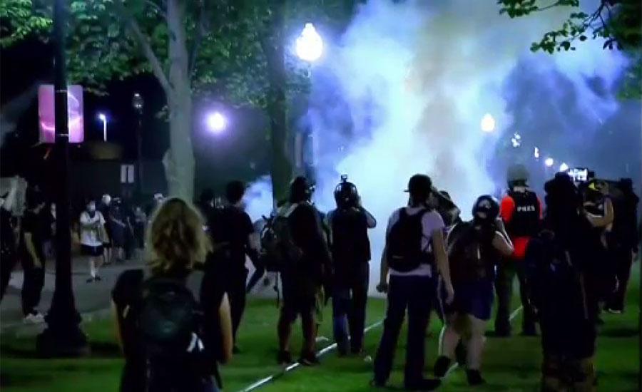 امریکی شہر کینوشا میں پولیس گردی کیخلاف تیسرے روز بھی پُر تشدد مظاہرے