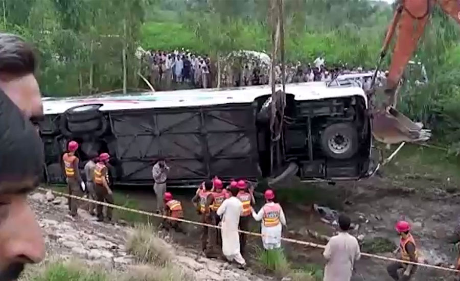 نوشہرہ، مسافر بس حادثے کا شکار، 5 افراد جاں بحق