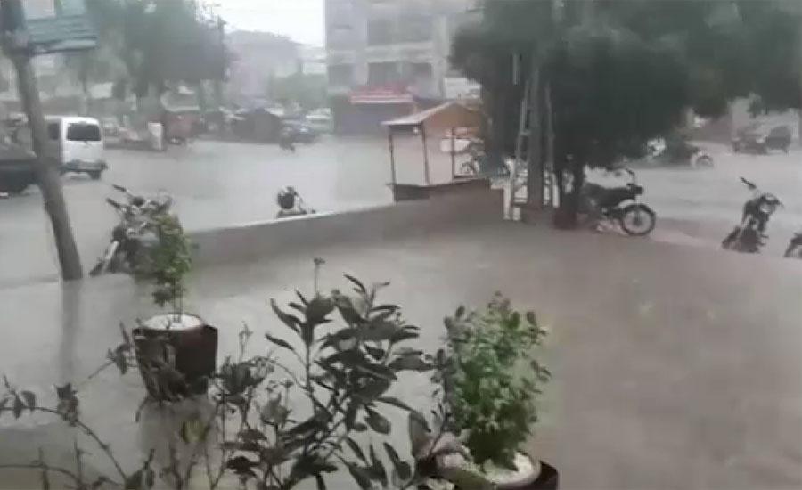 کراچی کے مختلف علاقوں میں بارش ، کئی سڑکوں پر ٹریفک جام