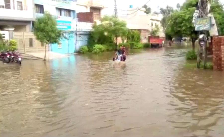 لاہور کے بعض علاقوں میں موسلادھار بارش سے نشیبی علاقے زیر آب
