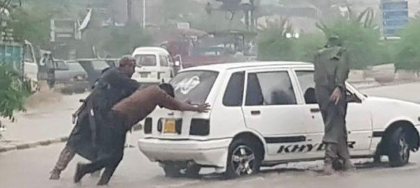 سندھ رینجرز اہلکار ، کراچی ، بارش ، مشکلات کا شکار افراد ، مدد میں مصروف ، 92 نیوز