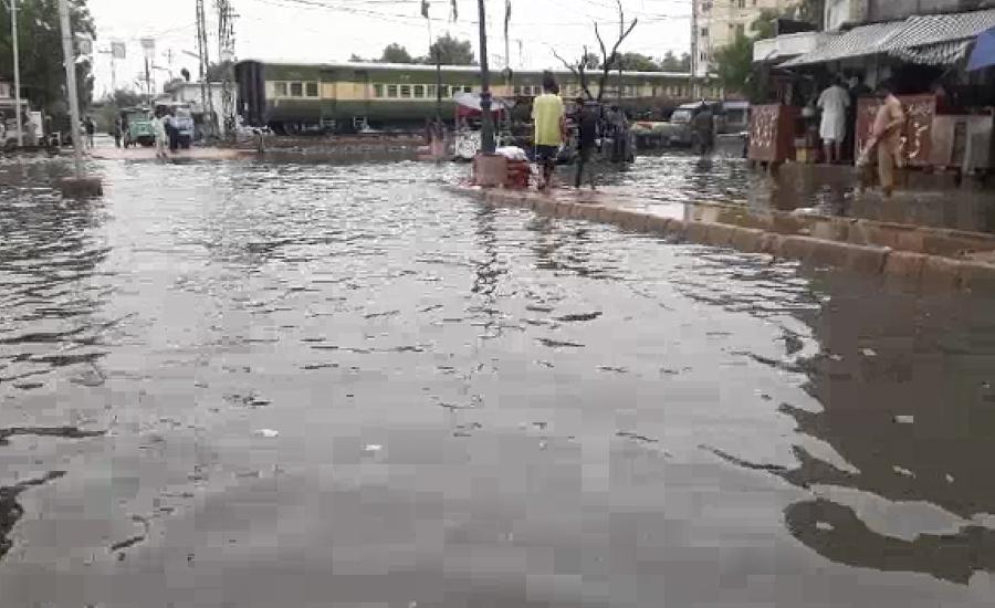 حیدرآباد میں موسلا دھار بارش کے بعد شہر کے نشیبی علاقے زیر آب آگئے