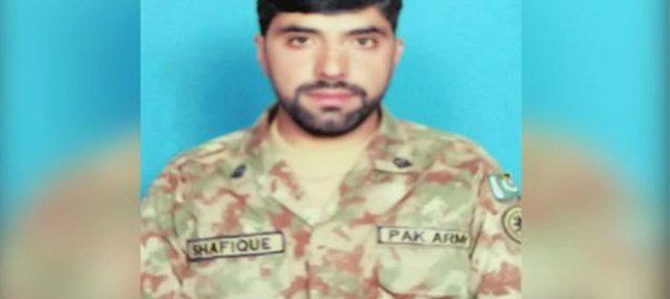 ایل او سی ، بھارتی فورسز ، بلااشتعال فائرنگ ، پاک فوج ، سپاہی سمیت 2 شہید ، 4 شہری زخمی ، آئی ایس پی آر ، راولپنڈی ، 92 نیوز