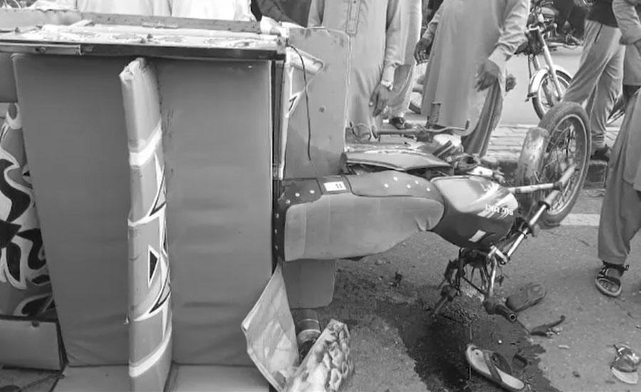 بھوبھتیاں چوک کے قریب تیز رفتار ڈمپر کی موٹر سائیکل رکشے کو ٹکر، 5 افراد جاں بحق