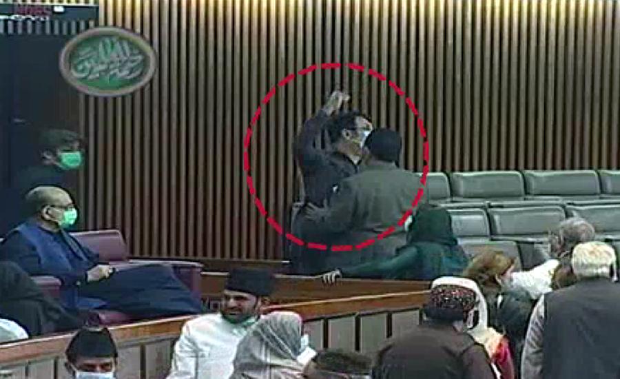 قومی اسمبلی میں شور شرابا کرنے پر پیپلز پارٹی کے آغا رفیع اللہ کو ایوان سے نکال دیا گیا